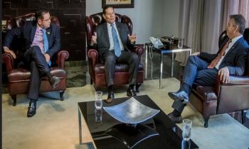 Prfesidente da ALMT, Eduardo Botelho, vice-presidente General Mourão e governador Mauro Mendes (Foto:Maurício Barbant)