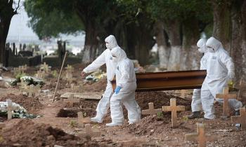 A fatalidade da Covid-19 segue em alta em todo o país e governo Bolsonaro demonstra não ter pressa alguma em vacinar a população (Foto:Marcelo Fonseca/Estadão Conteúdo)