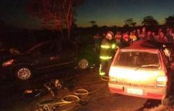Acidente entre três veículos mata 4 adultos e 1 criança na Estrada da Guia