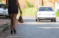 Homen não paga travesti, apanha e tem celular roubado