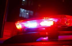 Dois são baleados após desentendimento em bar no Pedra 90