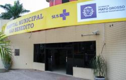 Armado, homem agride e ameaça mulher em frente a hospital de Cuiabá