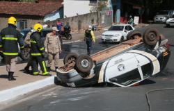 Servidor de empresa de segurança morre ao bater e capotar veículo na Miguel Sutil