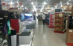 Consumidores reclamam de atrasos, produtos danificados e filas nos caixas