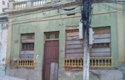 Abandono, decadência e casarões em ruínas retratam o Centro Histórico