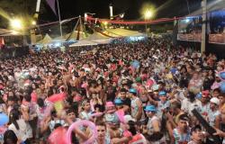 Cuiabá, Livramento e Chapada são >invadidas> por milhares de foliões