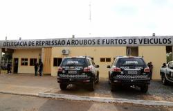 """Polícia Civil prende mulher que registrou falso roubo de veículo para """"proteger"""" marido estelionatário"""