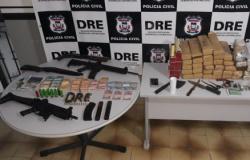 Bandidos são presos com metralhadora, fuzil e 100 kg de droga