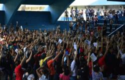 Profissionais da Educação da rede estadual entram em greve a partir desta segunda; 390 mil alunos ficam sem aula