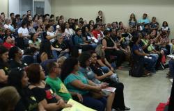 Negociações com o governo não avançam e servidores da educação decidem manter greve