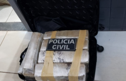 Polícia Civil apreende 26 tabletes em mala dentro de ônibus