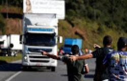 Pelo Whatsapp, caminhoneiros divulgam pontos de bloqueio de nova greve