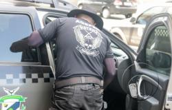 Preso por facilitar a entrada de celular, agente penitenciário é afastado de sua função pública