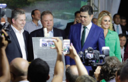 Emanuel inaugura novo hospital; obra consumiu R$ 190 milhões