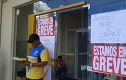 Funcionários dos Correios entram em greve e pedem afastamento de gestor por assédio moral;