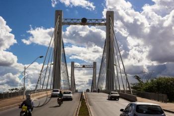 Homem é resgatado por pescador após pular de ponte Sérgio Motta