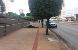 Homem morre ao ser atropelado por caminhonete na Miguel Sutil; veja vídeo