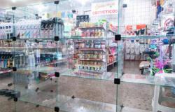 Loja no Centro de Cuiabá vende 480 frascos de álcool em gel em 3 horas