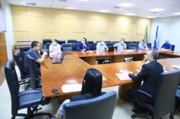 Reunião para discutir emendas da Reforma Previdência tem tapa na mesa e deputado insatisfeito