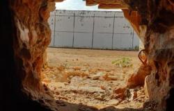 Detentos fazem buraco em parede, mas policiais evitam fuga