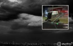 Chuva provoca alagamentos, derruba árvores e semáforo na Prainha; veja vídeos