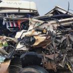 MT - Batida deixa carreta >moída> e traseira de veículo destruída na BR-163