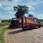 Alta Floresta: Pai e filho ficam feridos em tombamento de carreta no Chapéu de Couro