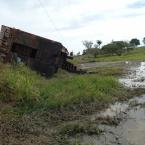 hauahuahauhauhauahhauhauahuahuahauhuMonte Verde: Caminhão carregado com gado tomba em ponte