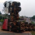 hauahuahauhauhauahhauhauahuahuahauhuCondutor de carreta provoca acidente ao tentar fugir de fiscalização do DNIT em Castanheira
