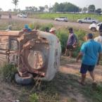 hauahuahauhauhauahhauhauahuahuahauhuMotorista perde controle da direção, carro sai da pista e capota várias vezes na MT-208