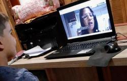 Professora de Apiacás testa com sucesso aula on-line com alunos