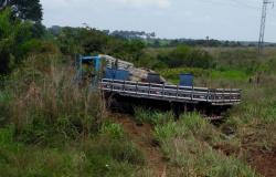 Duas pessoas morrem e uma fica ferida em acidente envolvendo caminhão e motocicleta na MT-208