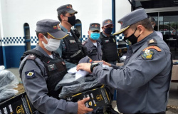 Policiais do 9º Comando Regional de Alta Floresta recebem novo fardamento