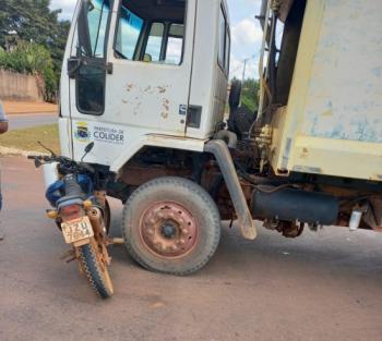 Motociclista fica ferido após colisão com caminhão de lixo em Colíder