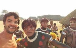Ator da Globo participa de ritual indígena em Mato Grosso