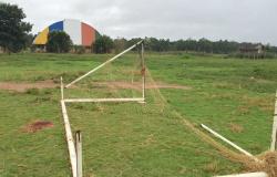 Estudante de 14 anos morre ao ser atingido por trave de gol