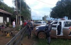 """Bandidos invadem fazenda """"tocam terror"""" e levam refém em MT"""