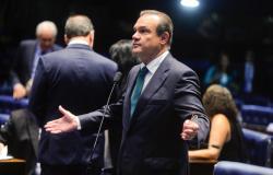 """Senador critica declarações do governador de que """"iria escolher quem iria morrer e não escolher quem deveria viver"""""""