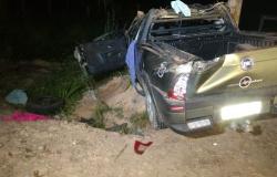 Veiculo capota na MT-208 deixando uma vítima fatal e outras em estado grave