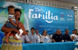 Governo entrega cartão Pró-família e paga cofinanciamento social em Alta Floresta