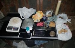 Polícia prende dois suspeitos de tráfico e apreende armas, drogas e munições em MT