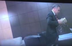 VÍDEO mostra Emanuel, Ezequiel, Luciane, Alexandre e Jota Barreto pegando propina