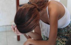 Mãe ajudou filho estuprar jovem mantida em cárcere privado em Várzea Grande
