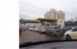 Motoristas de Cuiabá fazem fila para abastecer com etanol que segue até 110% mais barato que gasolina