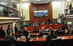 TCE-MT suspende pagamento de 13º salário a vereadores de Cuiabá