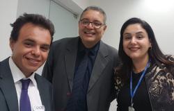 Evandro Navarro e Medeiros formalizam denúncia contra fechamento de frigoríficos no CADE