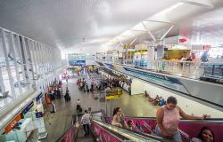 Com misto a R$ 18, coxinha R$ 9 e café R$ 8, consumidor critica preços no aeroporto
