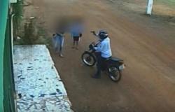 Vídeo mostra ladrão apontando arma contra duas crianças a caminho da escola em MT- assista
