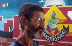 """Artista """"Paulinho Pé no Chão"""" morre aos 56 anos, vítima de câncer"""