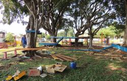 Alta Floresta: Parque infantil na Praça Cívica é interditado para reforma
